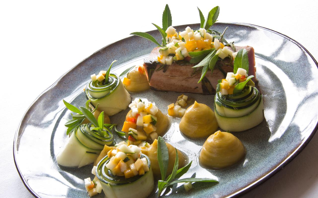 delicious tuna and vegetable dish, gourmet restaurant castle auvergne, Château d'Ygrande.