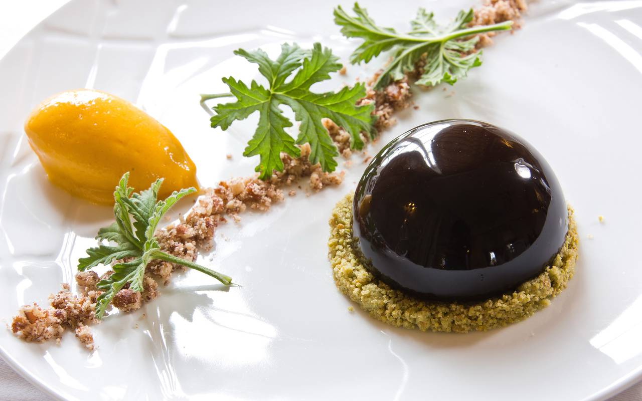 beautiful and delicious dish cooked by the chef, gastronomy castle auvergne, Château d'Ygrande.