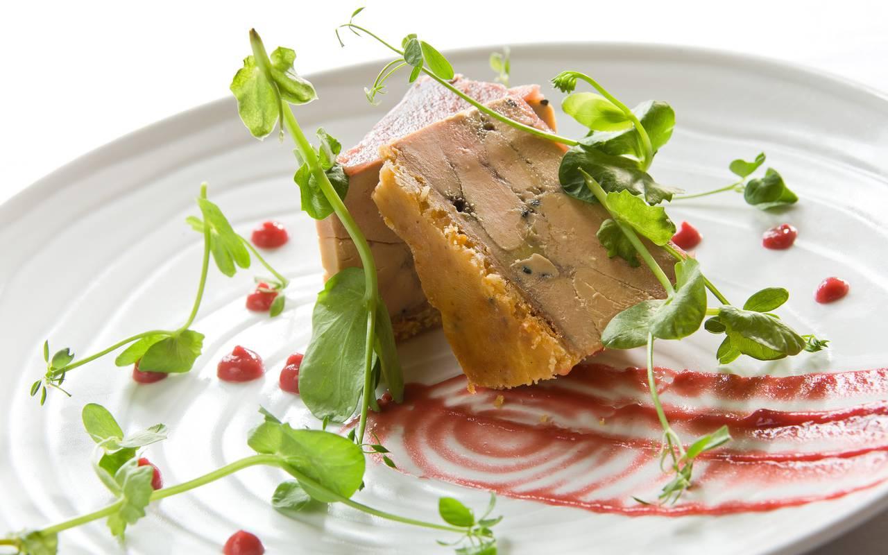 Un moment unique vous attend dans notre restaurant avec un véritable voyage de sens et de saveurs, weekend gastronomique auvergne, Château d'Ygrande.