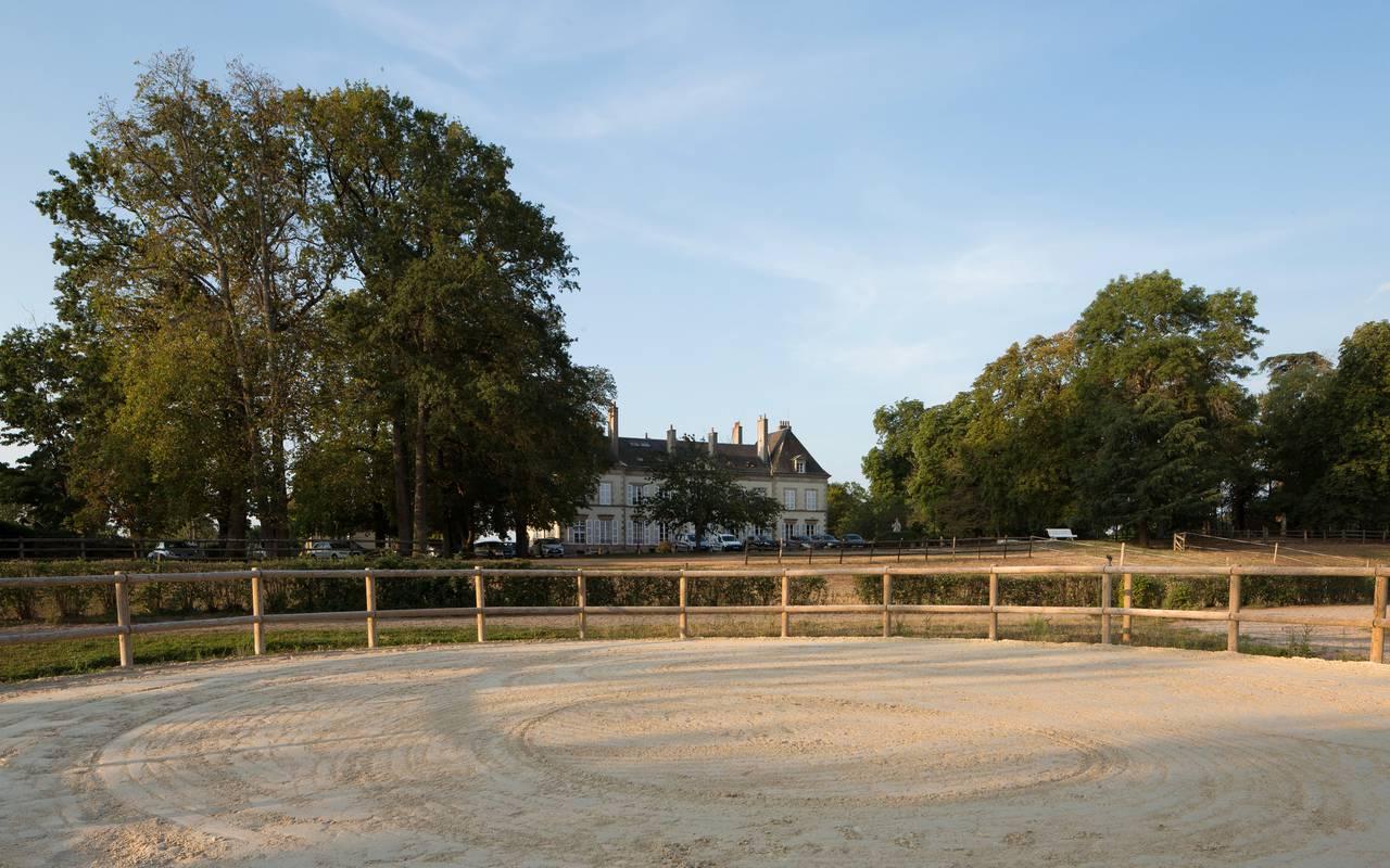 Lieu pour faire des cours d'équitation, cours stages centre équestre auvergne, Château d'Ygrande.