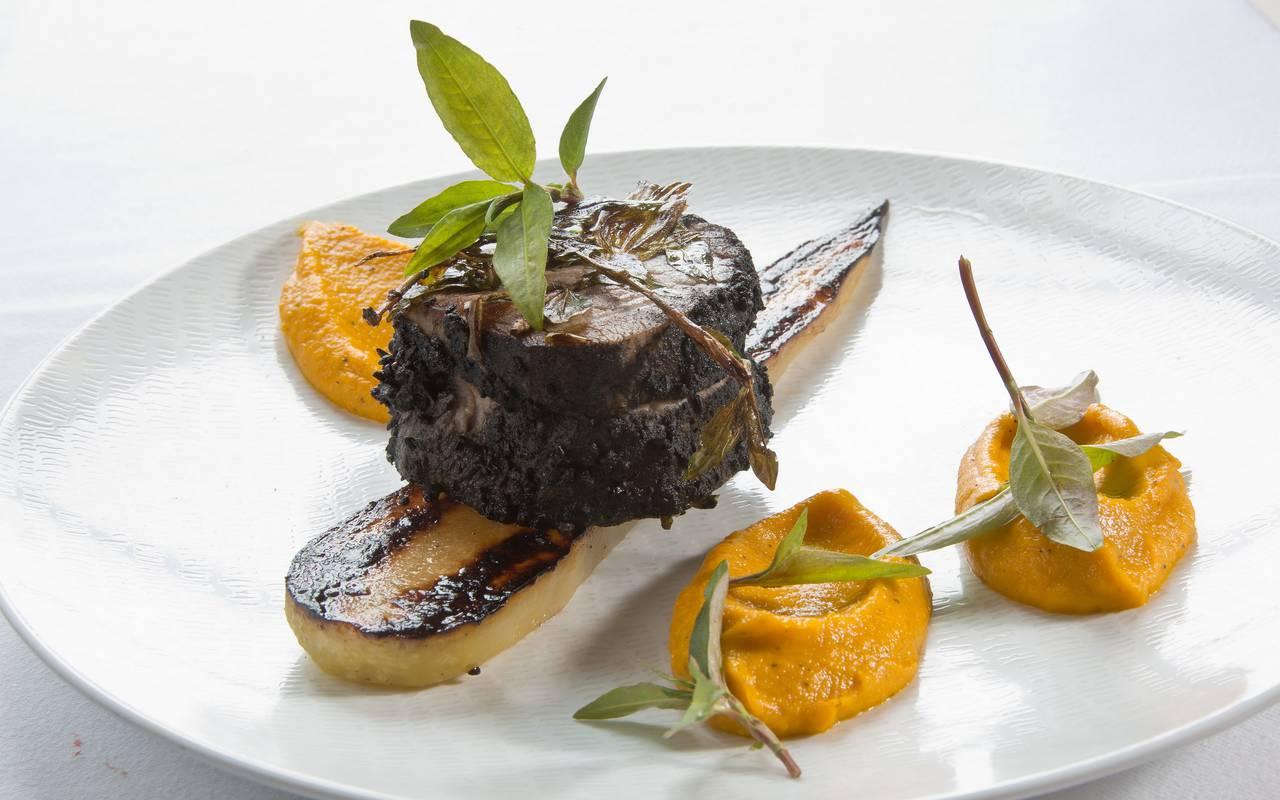 Delicious dish with vegetables, gastronomy castle auvergne, Château d'Ygrande.