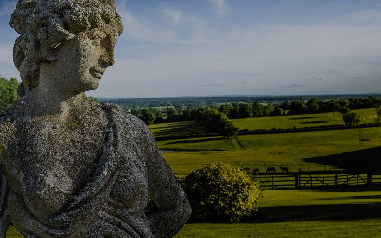 campagne et statue dans notre jardin, hôtel de charme auvergne, Château d'Ygrande