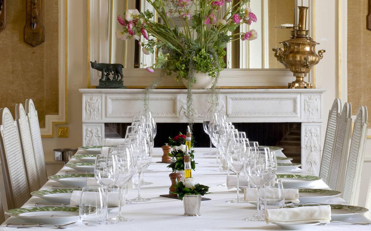 large restaurant table, gourmet restaurant castle auvergne, Château d'Ygrande.