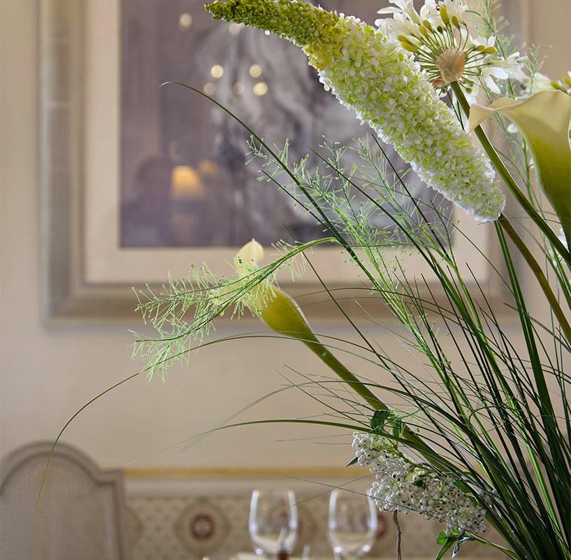 Plantes et table du restaurant, restaurant gastronomique en auvergne, Château d'Ygrande.