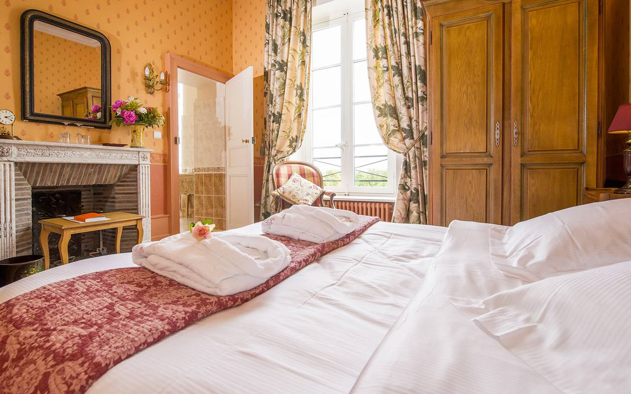 Authentically decorated room, authentic charm 4 stars auvergne, Château d'Ygrande
