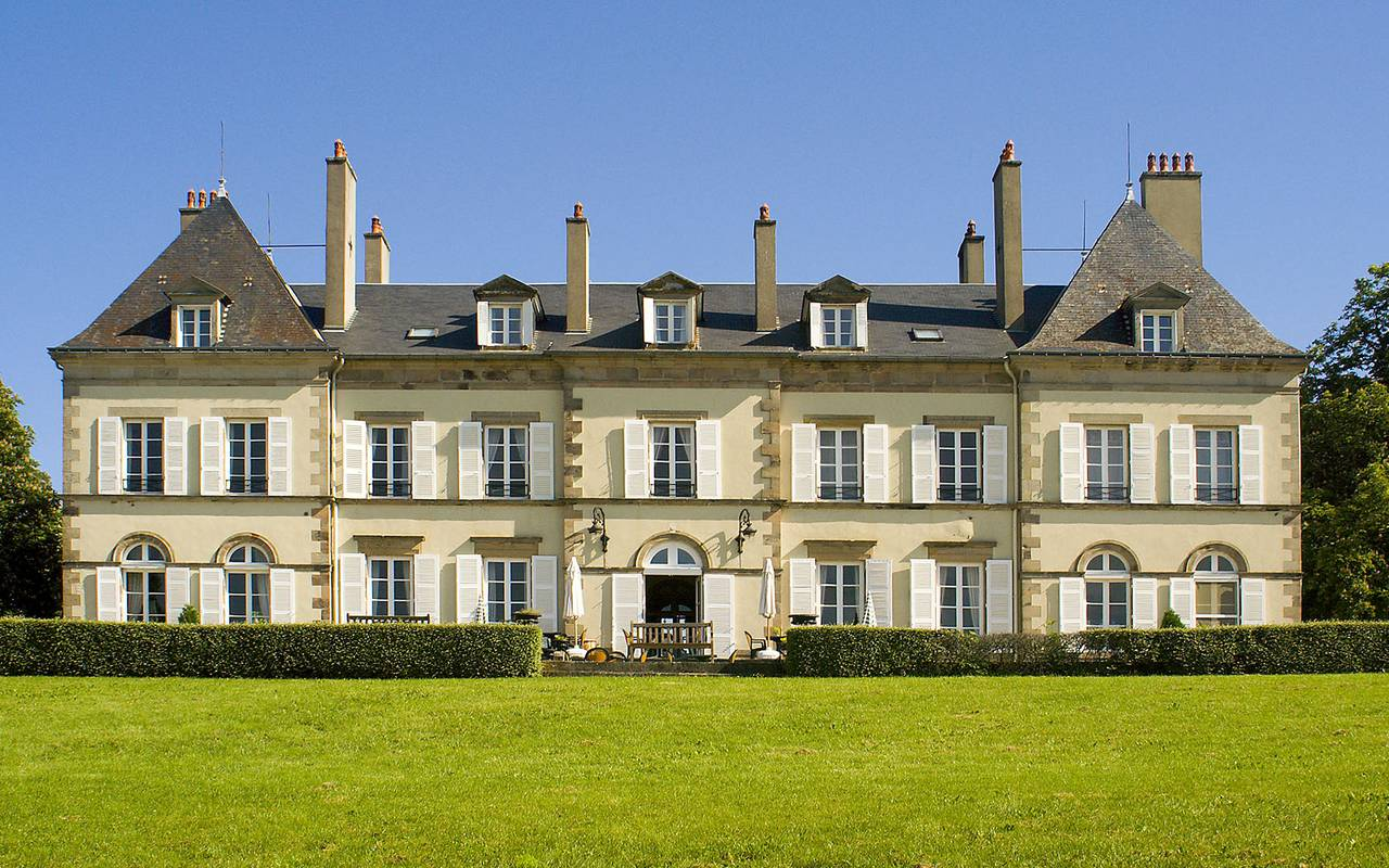 Front of the hotel, luxury hotel auvergne, Château d'Ygrande.