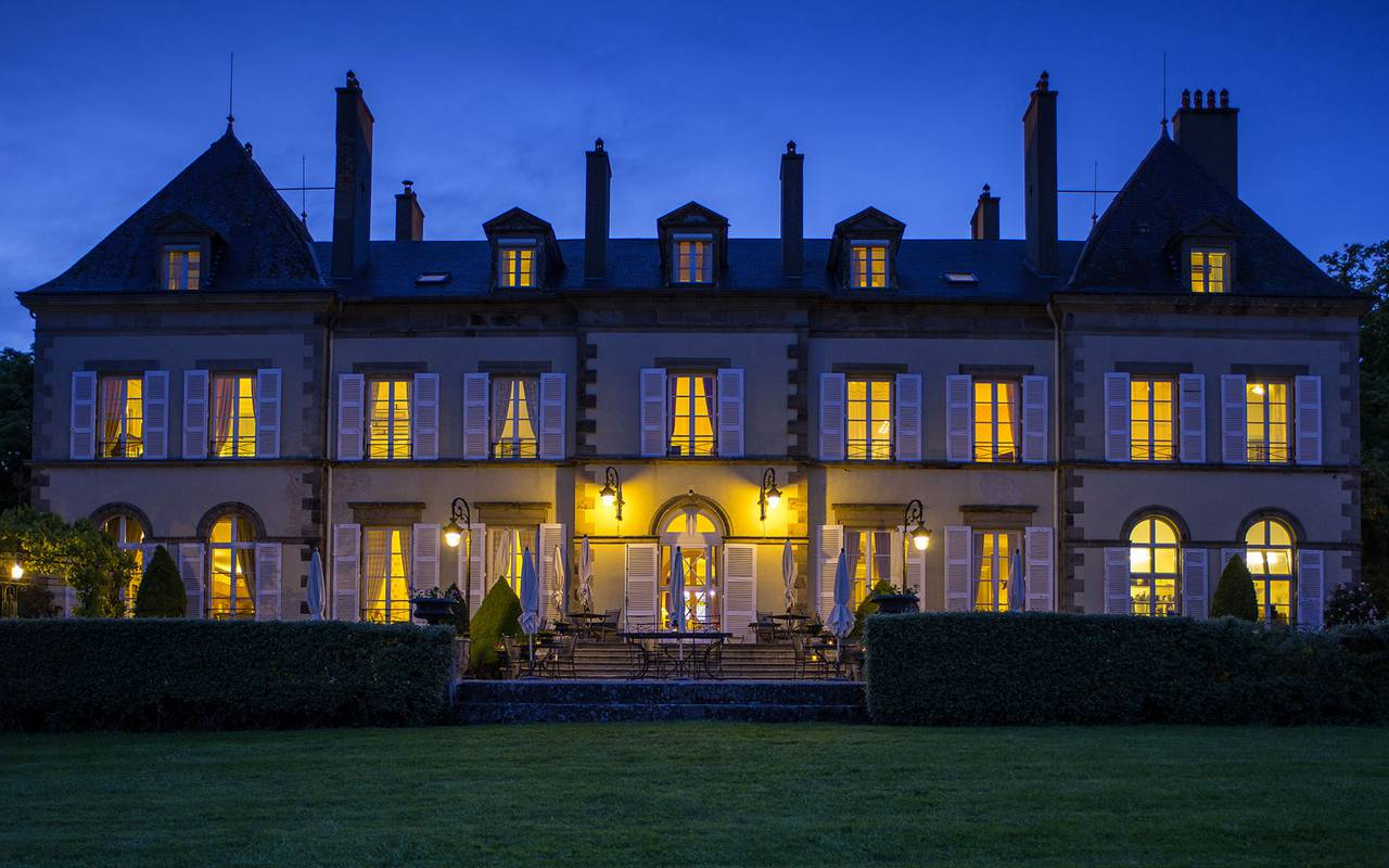 Front of the hotel at night, luxury hotel auvergne, Château d'Ygrande.