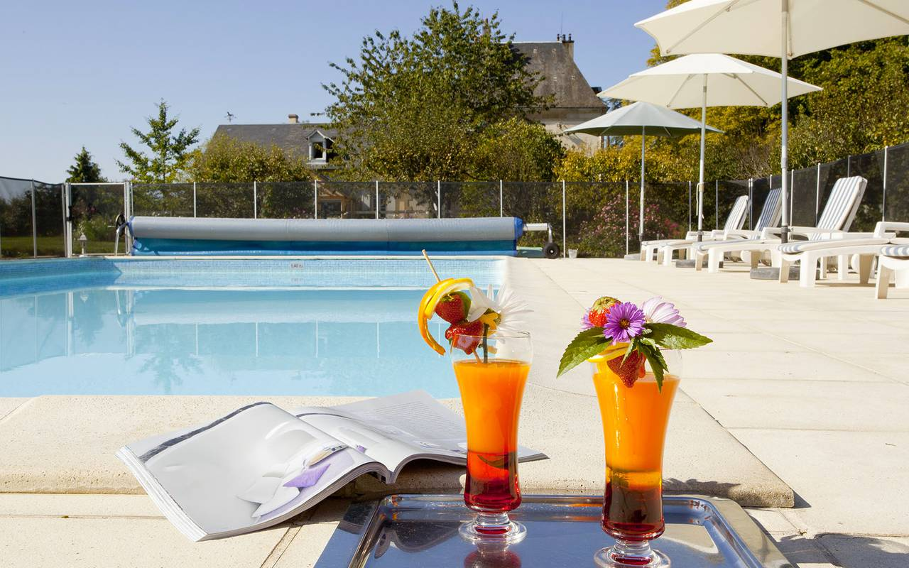 Cocktails and swimming pool, luxury hotel auvergne, Château d'Ygrande.