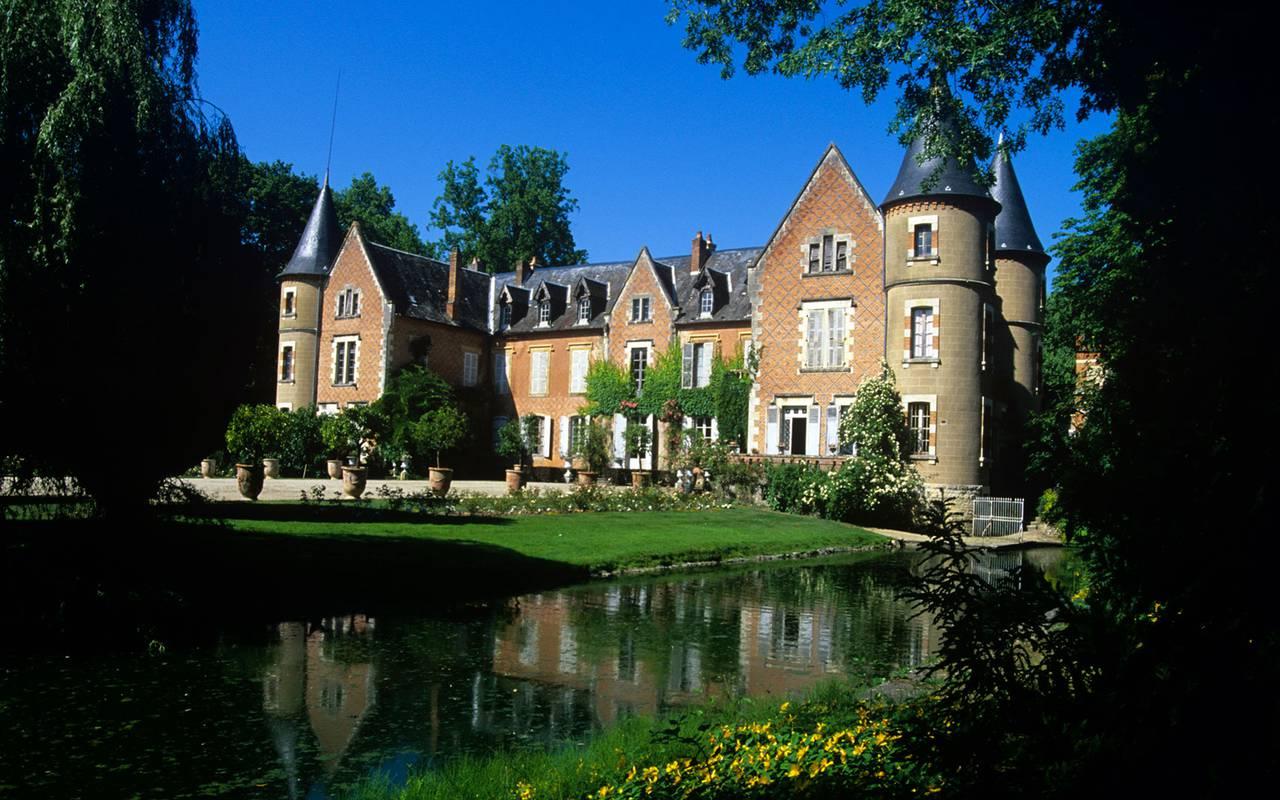 Castle, discovery stay auvergne allier, Château d'Ygrande