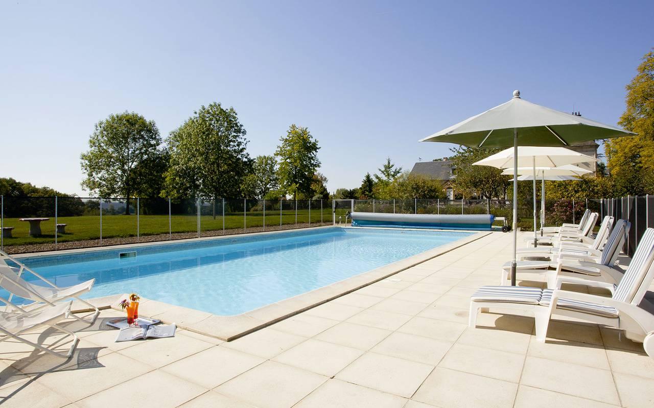 Notre grande piscine de l'hôtel, spa bien être piscine hammam, Château d'Ygrande.