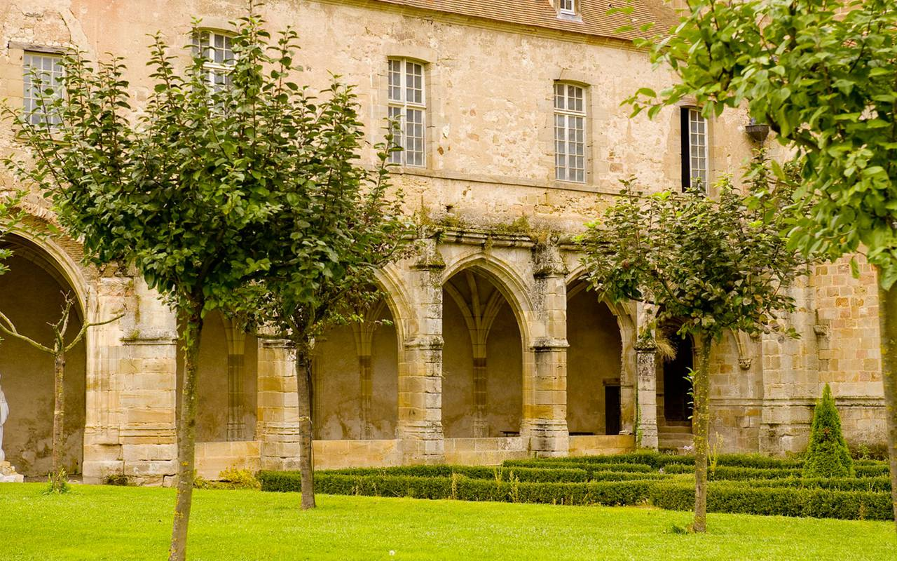 Building, discovery stay auvergne allier, Château d'Ygrande