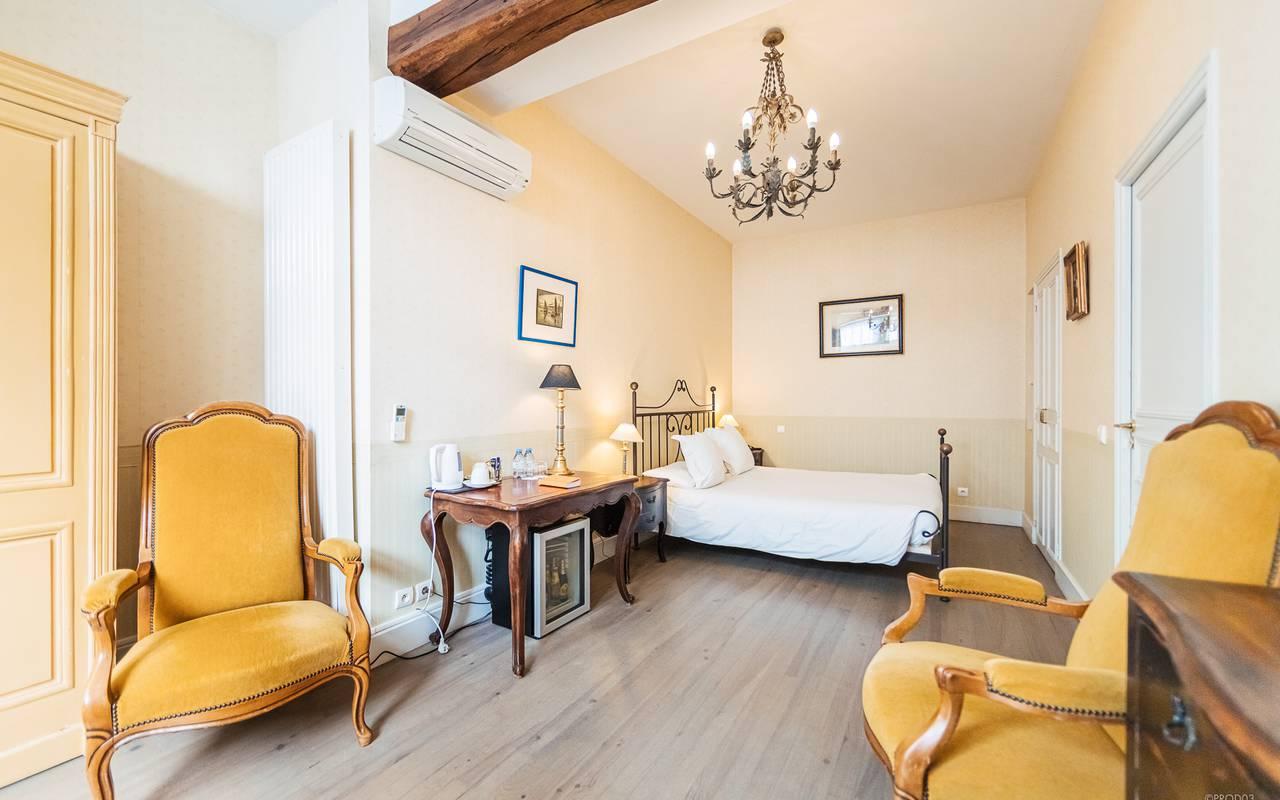 Chambre avec terrasse, hôtel 4 étoiles auvergne, Château d'Ygrande