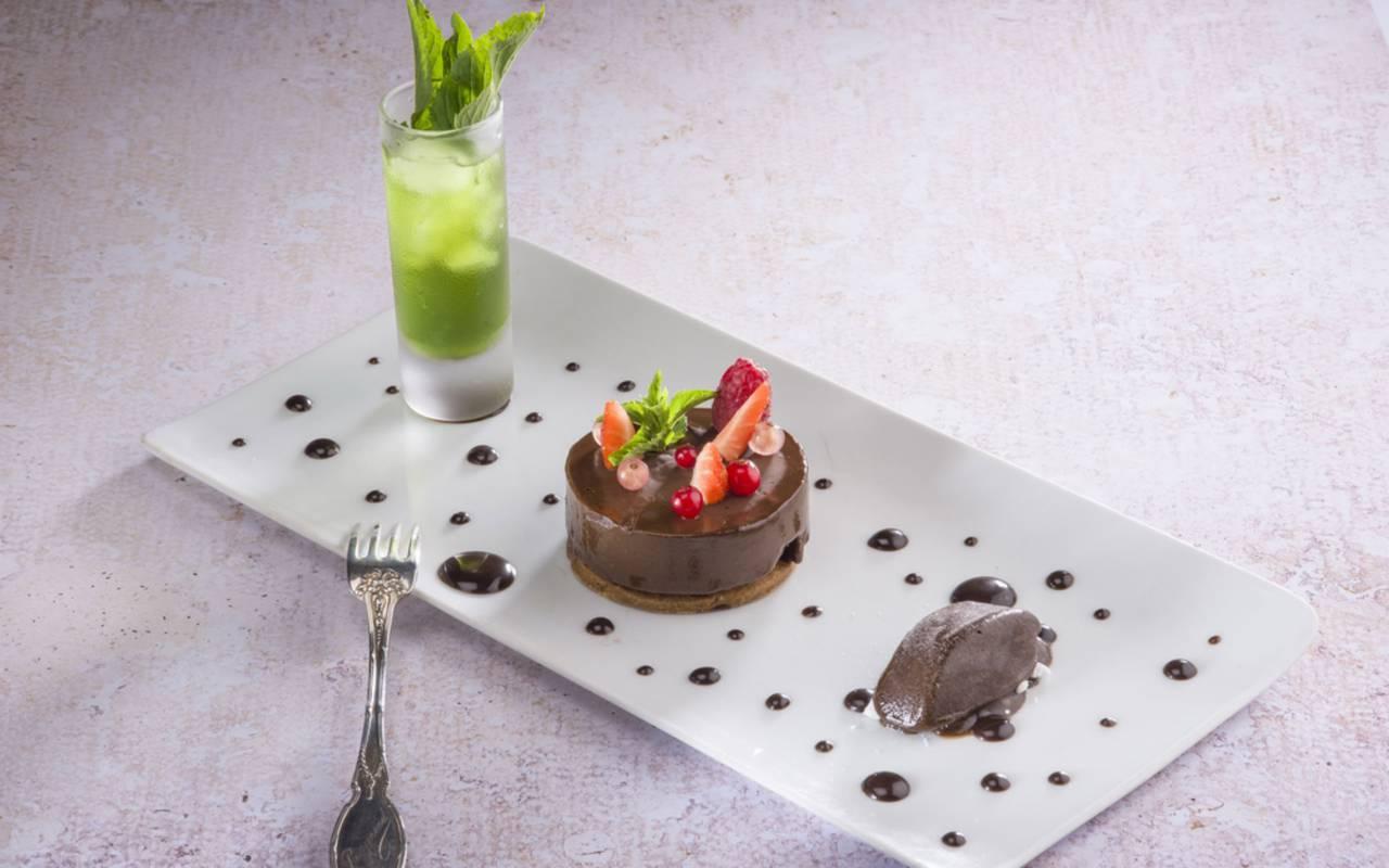 3 petits desserts gourmands, restaurant actualités vulcania auvergne, Château d'Ygrande.
