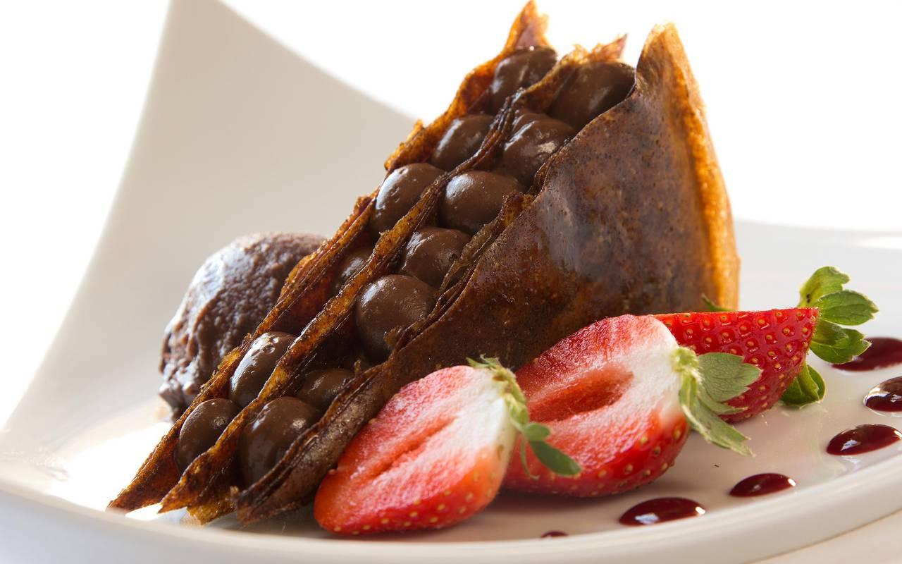 Chocolate and strawberry dessert, gourmet restaurant castle auvergne, Château d'Ygrande.
